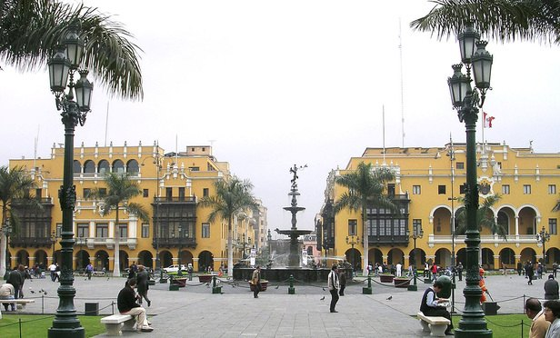 1200px-Square_in_Lima_Peru_01-Article-201703280726